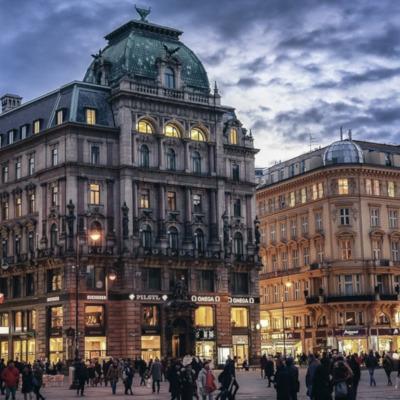 Vancouver to Vienna flights