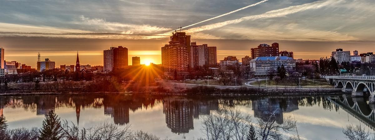 Roundtrip flight Toronto - Saskatoon for $206