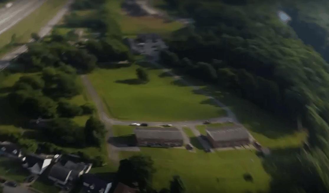 Voici ce à quoi ressemble la vidéo lorsque vous échappez votre téléphone d'un avion