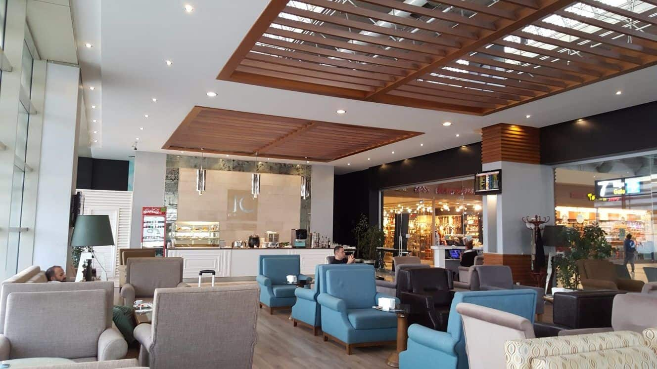 Here's What It's Like Inside Airport Lounges