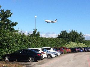 Évitez les locations d'auto directement à l'aéroport: ça peut parfois vous faire économiser