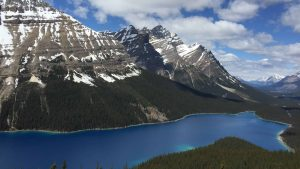 Marcher plus pour en voir plus: récit dans les Rocheuses canadiennes