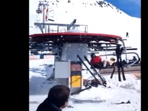 VIDÉO-CHOC: Skieurs projetés par un télésiège en Géorgie