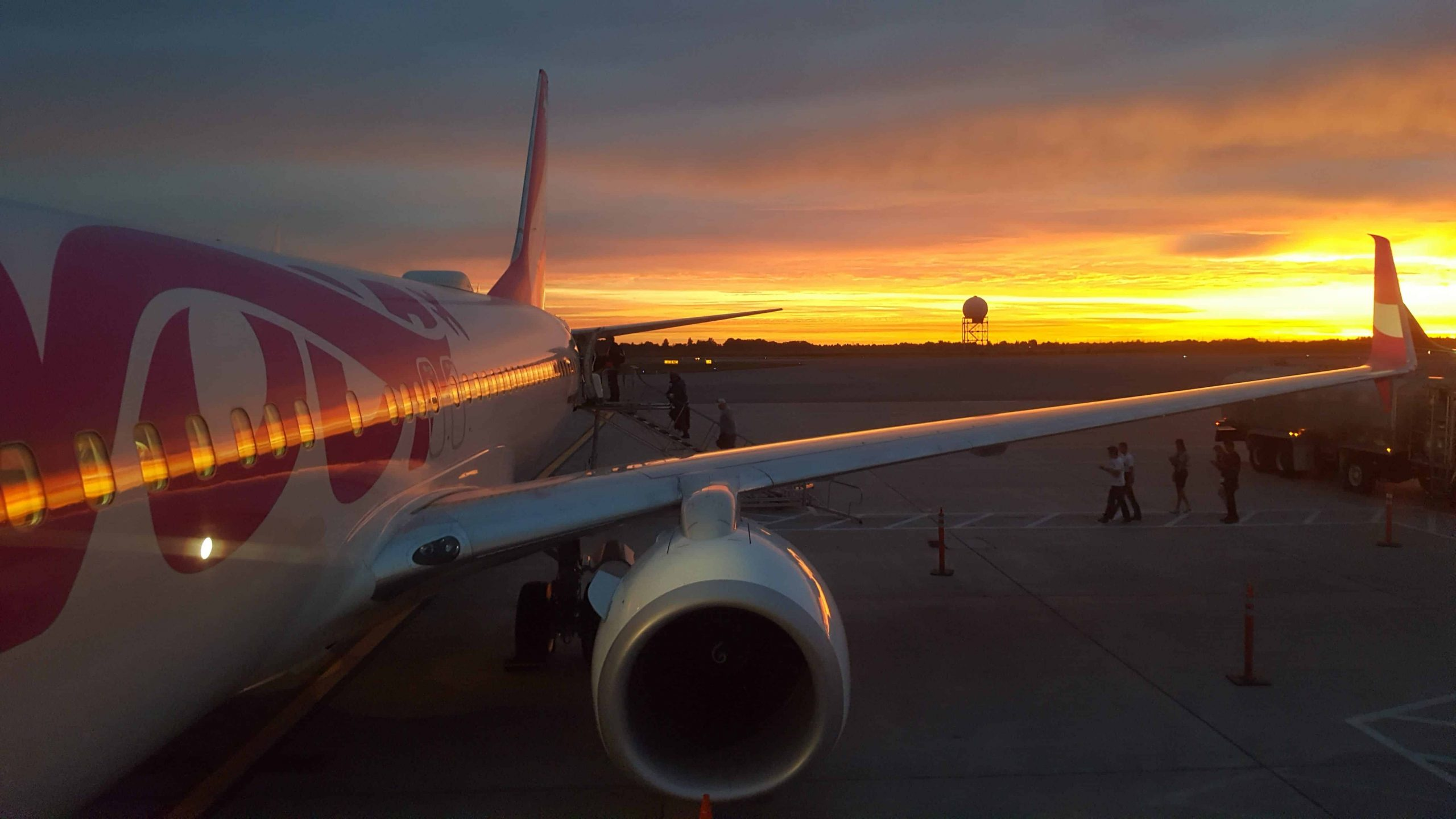 You are currently viewing Voici comment c'était à bord du vol inaugural de Swoop, la nouvelle compagnie ultra low-cost canadienne