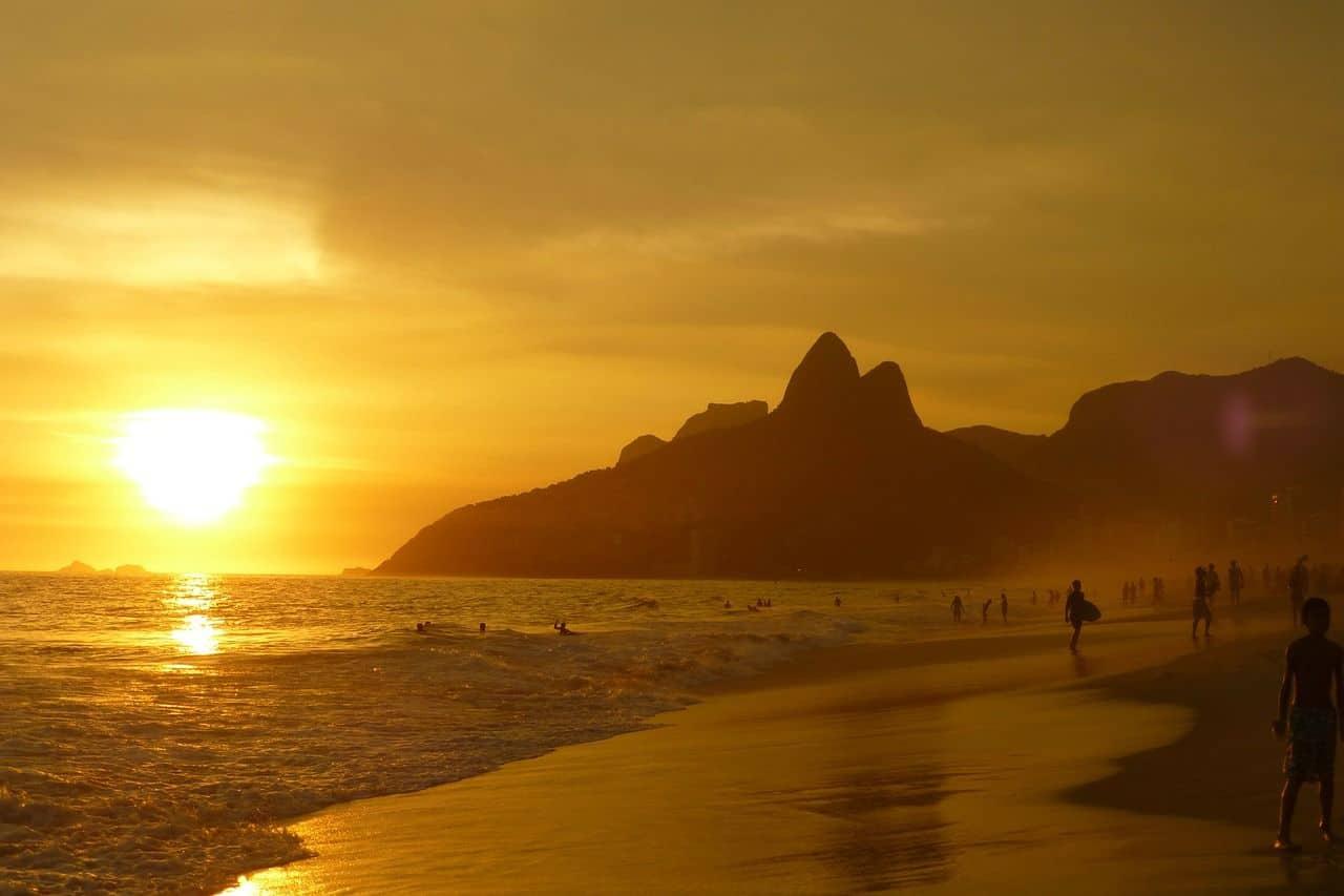 10 façons d'économiser si vous devez absolument voyager l'été