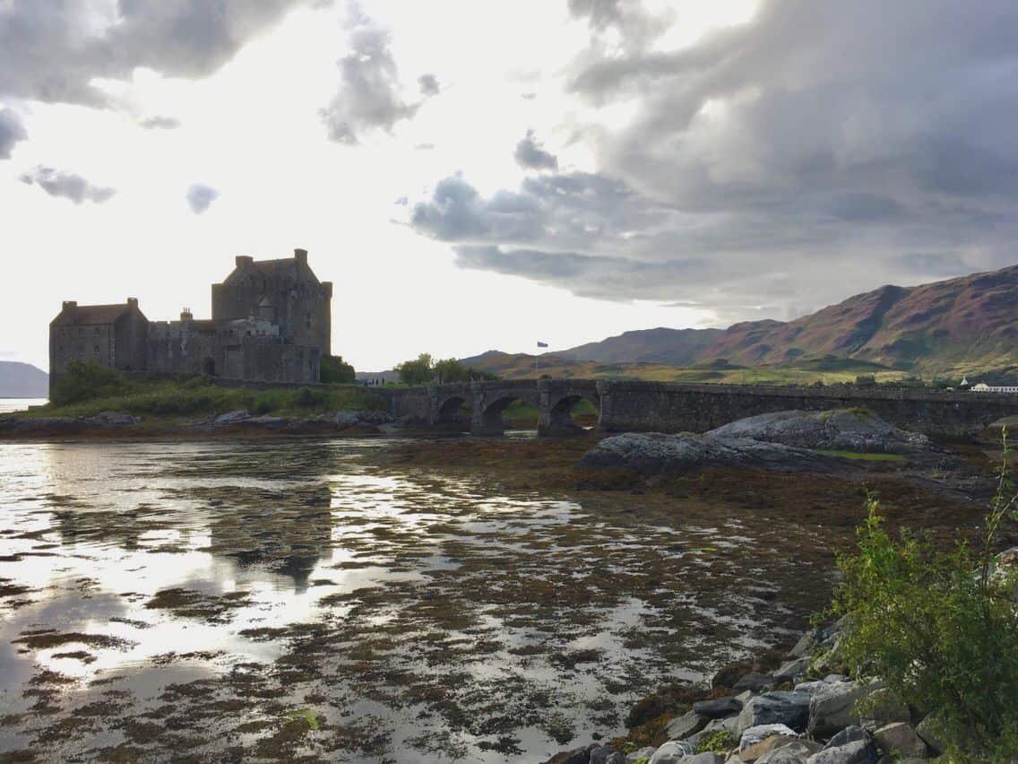 Un château d'Écosse entouré d'eau