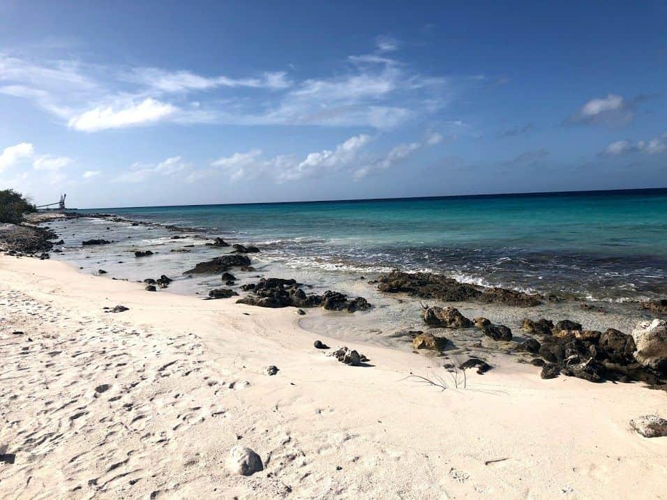 Plage, sable blanc et eau turquoise