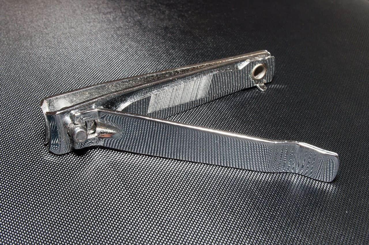 Est-ce que les coupe-ongles sont permis dans l'avion?