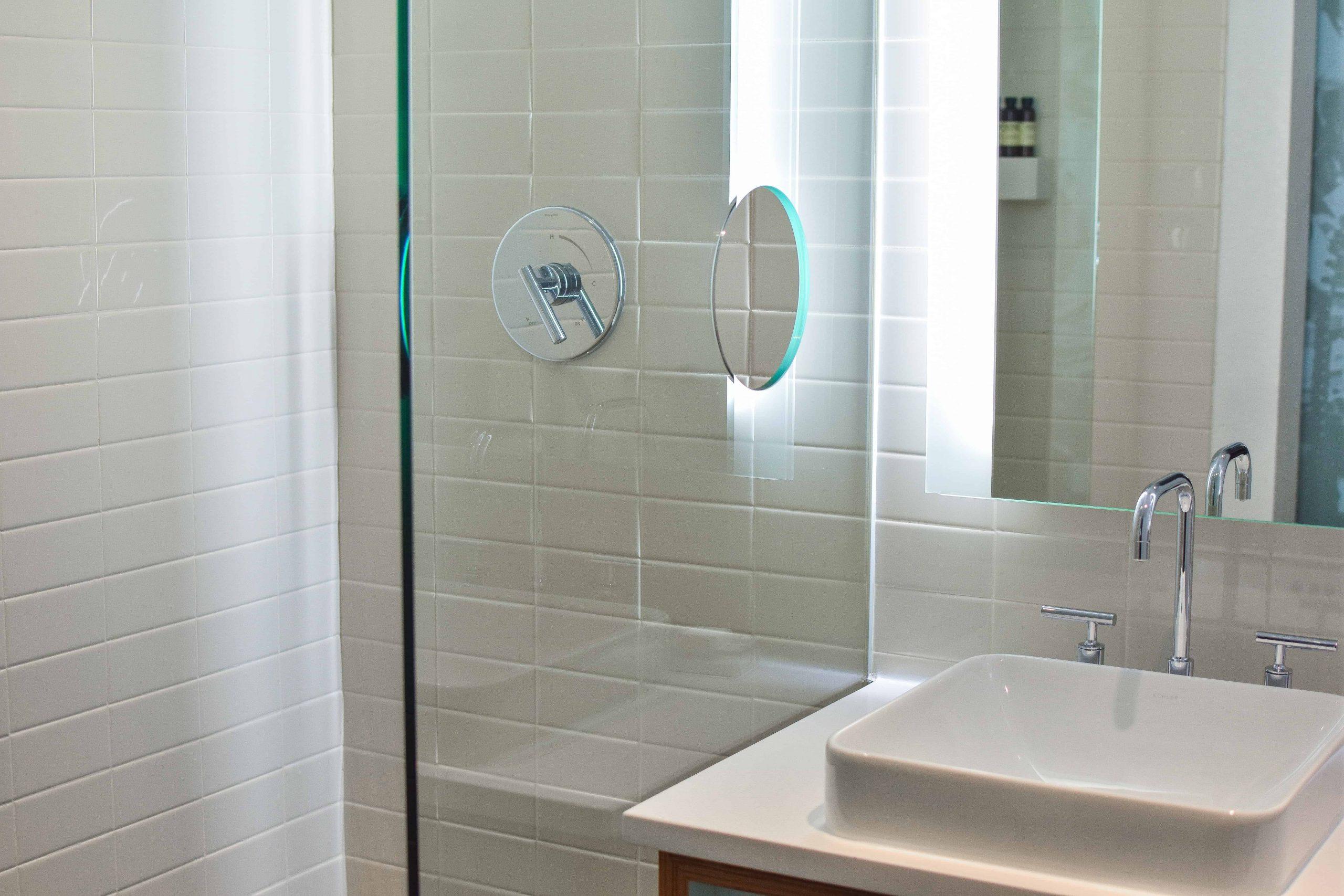 Une astuce de salle de bains d'hôtel pour ta brosse à dents