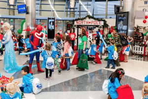 "Airline Flies Hundreds Of Kids To The ""North Pole"" For Christmas"