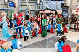 Read more about the article Une compagnie aérienne transporte des centaines d'enfants vers le «pôle Nord» pour Noël