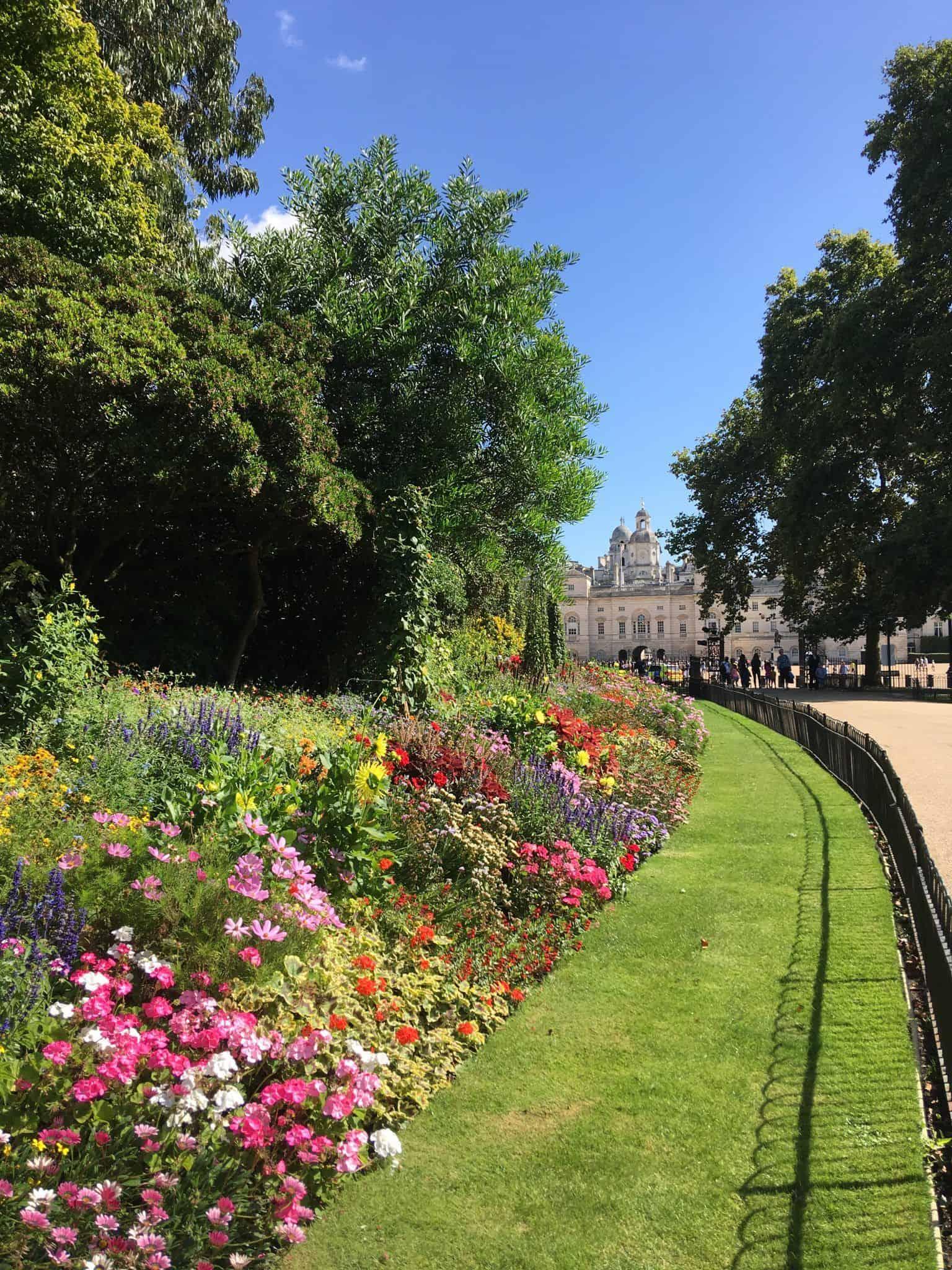Chemin du Parc St James menant au Palais de Buckingham