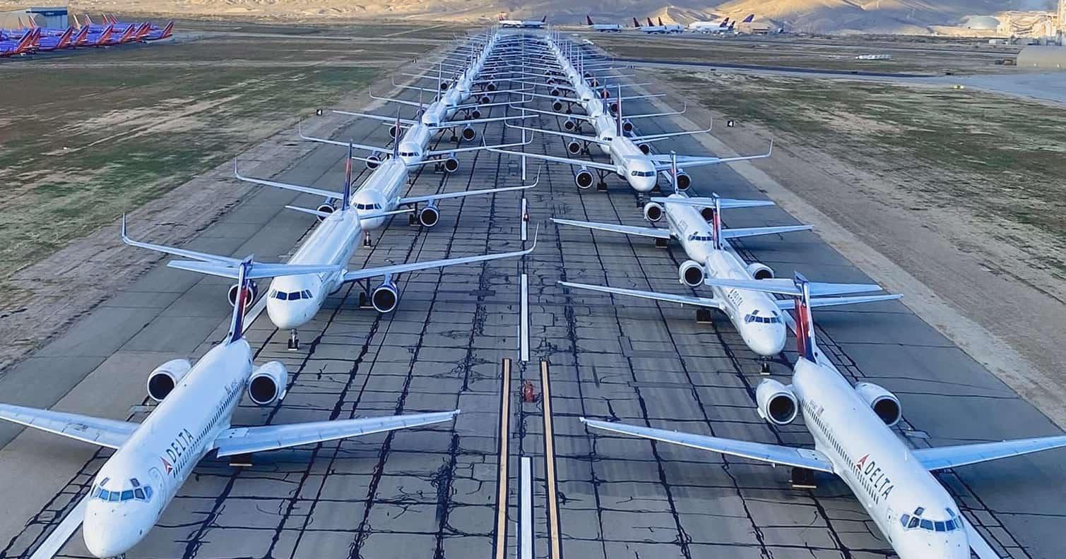 21 photos impressionnantes d'avions cloués au sol en raison du coronavirus