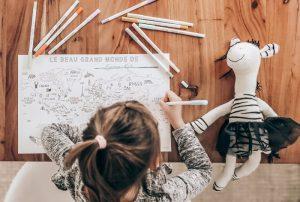 Une carte du monde à colorier imprimable gratuite pour les enfants