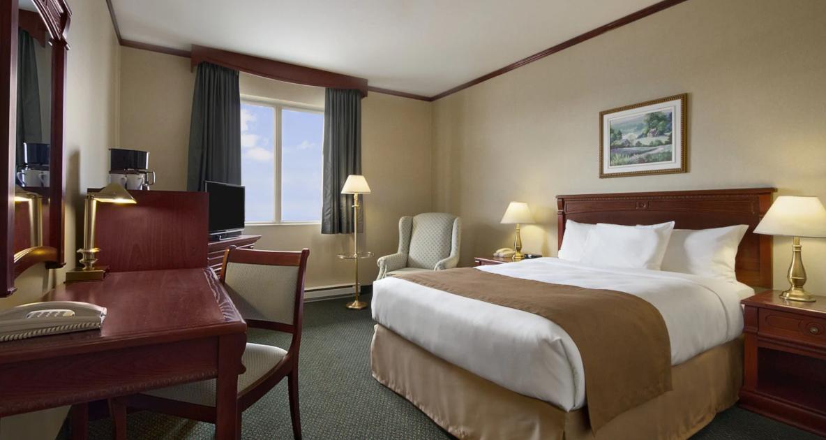 Les voyageurs devront payer 2 000 $ pour 3 jours dans un hôtel de quarantaine (et 6 autres mesures)