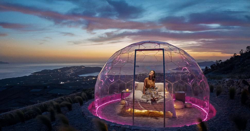 You are currently viewing Le Santorini Sky Dome: un nouvel endroit où admirer le coucher du soleil et les étoiles en Grèce